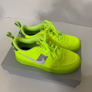 Nike Air Force 1 LV8 Utility (Volt)
